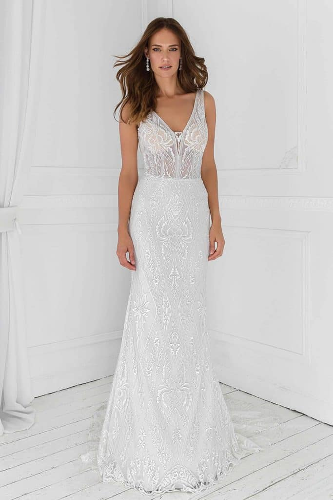 Bohemian v-neck wedding dress with lace in ivory